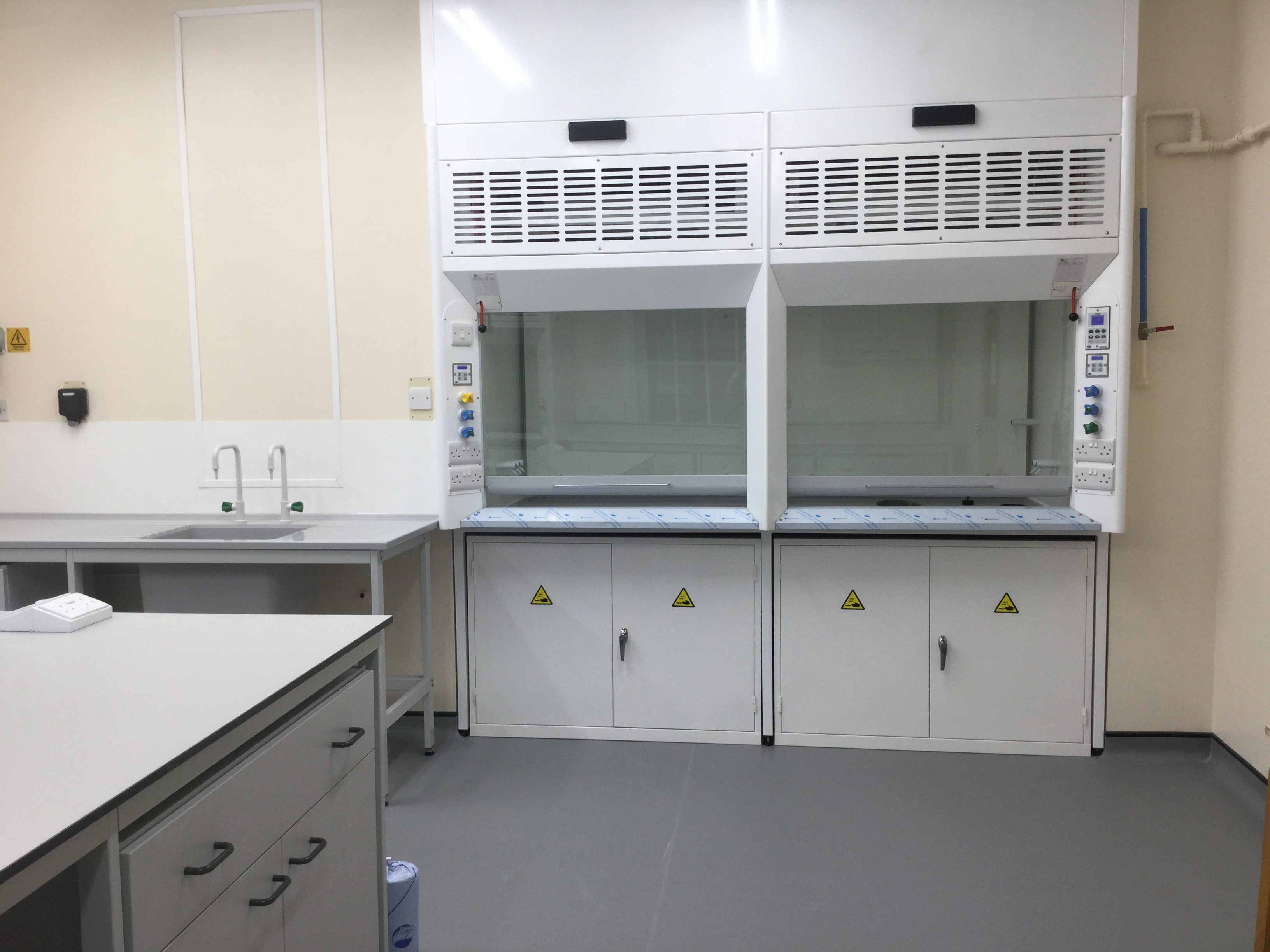 K8 Fume Cupboard with Automatic Sash Closing